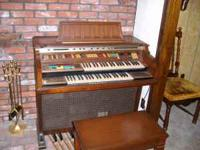 Thomas Monticello Organ 374 in great shape with bench.