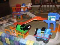 Thomas the Train set Thomas' Mail Delivery Big Loader..