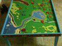 Thomas the train wooden play table, in great condition,