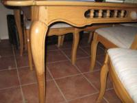 Beautiful hardwood dining table with 3 leaves that