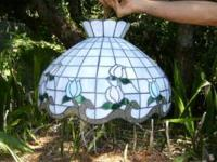 Lovely Tiffany hanging lamp perfect for the dining or