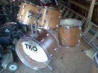 I bought this drum set from Mac and Daves and it was