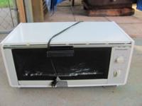 Toaster oven-- Toast Master deluxe oven broiler