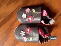 I have a pair of new medium 6-12 month, soft sole,
