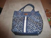 Very nice women's handbag by Tommy Hilfiger. In very