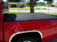TRI-FOLD FOLDING TONNEAU COVER FOR 2004-2012 CHEV