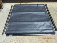 BLACK TONNEAU COVER ROLL UP FOR PICK UP TRUCK HAS ALL