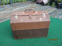 GREAT ELECTRICIANS OR WELDERS TOOL BOX. SOLID METAL,