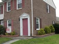 2 bed 1.5 bath Townhome, located right off Western