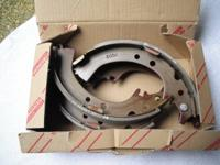 New - OEM Toyota Back Brake Footwear Set 04495-33010.
