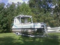 tracker pontoon boat 120 hp mercury outboard, has