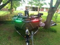 19ft tracker pro team 190 tx boat runs great good on