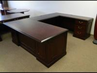 TRADITIONAL U SHAPED DESK IN GREAT CONDITION...!!!