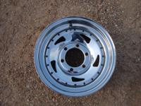 (5) chrome trailer wheels like new condition 6 bolt