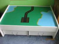 Train table with 2 large drawers, with all the pieces,