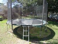 14 ft trampoline with net enclosure (zipper for