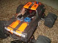 very fast 2 speed nitro-gas powered rc car jumps very
