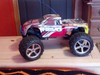 Traxxas Revo 4x4 NITRO RC. excellent condition. lots of