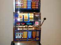 Las Vegas Style Slot Machine. Excellent condition takes