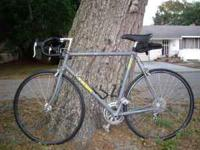 TREK 1000 12 speed road racer in pristine shape with