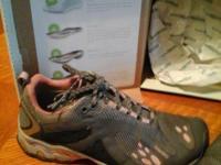 For sale womans size 7 wide treaksta tennis shoes. Worn
