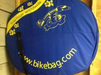 Triathlon Worldwide Wheelbag. Blue and yellow, with