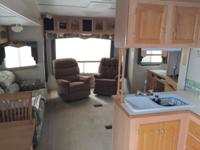2004 33TS Cardinal by Forrest River 4 Season 5th Wheel