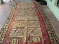 AN ABSOLUTELY STUNNING 30-50 YEAR. OLD TURKISH KILIM