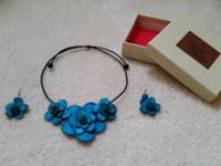 Natural Fiber Flower Necklace and Earrings with