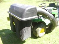 John Deere 42 in. Twin Bagger for 100 Series Tractors ,