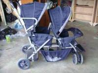 Selling this twin stroller, nothing is wrong with it.