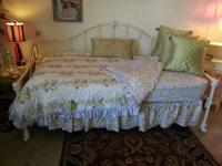 Cream trundle bed Brass and wrought iron Gold and