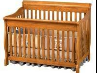 In great condition, two in one crib. Minor damages do