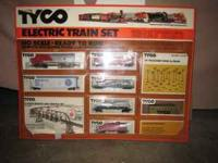 New IN BOX TYCO TRAIN SET . Engine number 4015 Santa