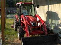 Nice 4wd tractor ..has 135 hours on it.. catepillar