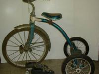 TOYS VINTAGE BLUE METAL TRICYCLE AND PAIR OF VINTAGE