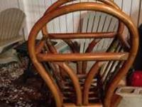 EXCELLENT CONDITION magazine rack/stand. Made of wood