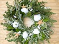 This wreath reminds one of lazy days at the beach.