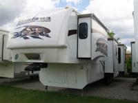 I HAVE TO SELL THIS 2009 MONTANA 3665RE 5TH WHEEL