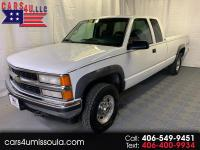 1995 Chevrolet K2500. Nice clean truck with a 5 speed