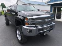 Talk about a HEAD TURNER! This 2015 Chevrolet Silverado