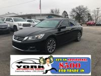 Priced below KBB Fair Purchase Price! This 2015 Honda