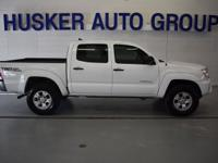 ** CLEAN CAR FAX **, ** 4 X 4 **, 4D Double Cab, 4WD,