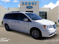 Bright White Clearcoat 2016 Chrysler Town & Country