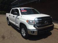 4WD.Priced below KBB Fair Purchase Price! Toyota 2016