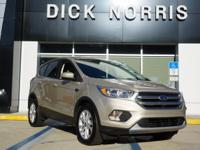 2017 FORD ESCAPE SE! 4 DOOR SPORT UTILTY! CHAMPAGNE