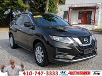 Clean CARFAX. 2017 Nissan Rogue SV Black BLUETOOTH!,