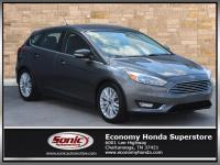 Delivers 34 Highway MPG and 24 City MPG! This Ford