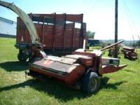 USED IH 720 FORAGE CHOPPER WITH HEADS - INCLUDES 2 ROW