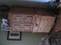 THIS IS SOLID OAK AND INSIDE IS A CEDAR, IT HAS 4 DRAWS